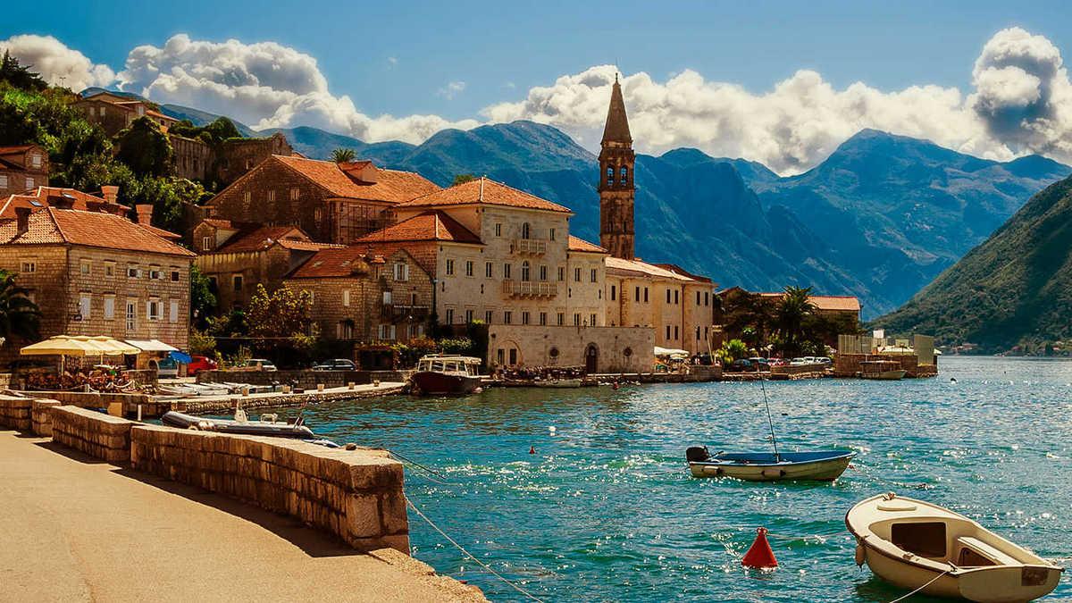 Черногория - купить тур, путевку по лучшей цене, поиск отдыха с Делюкс Вояж